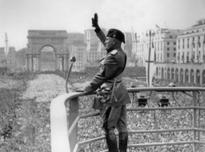 mussolini-on-balcony